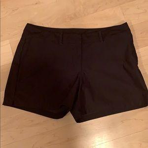 Nike dri fit golf shorts sz medium EUC
